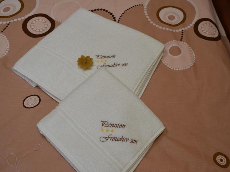 Výšivka na ručníku a osušce