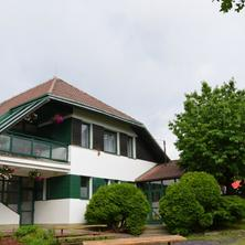 Budova penzionu a restaurace