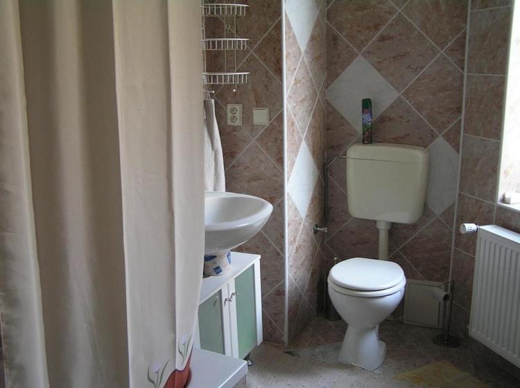 č.2 malý apartmán - koupelna